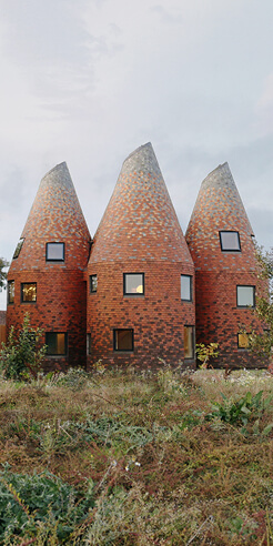 Bumpers Oast house in UK by ACME recreates Kentish architecture anew