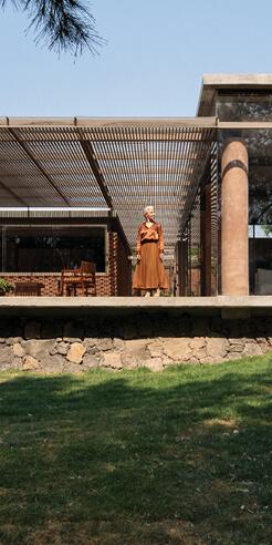 Daniela Bucio Sistos contrasts shy facades with intricate details in Casa UC in Mexico