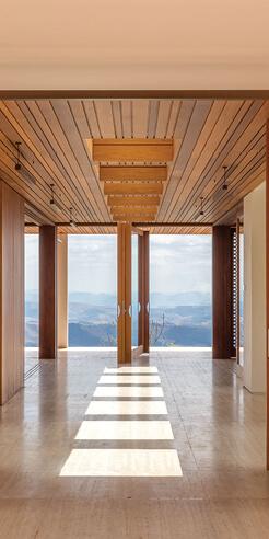 Siqueira + Azul frames landscape as a work of art in Endless Horizon House