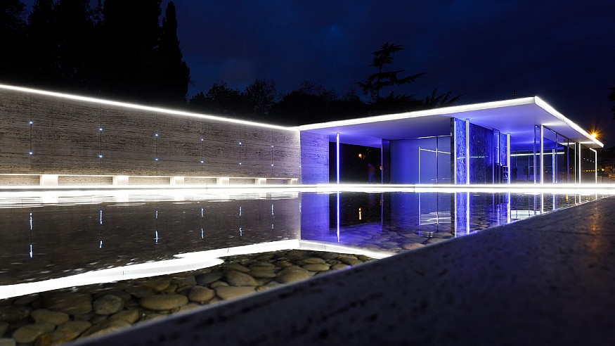 Mario Pasqualotto transforms Barcelona Pavilion into a drawing of light and colour