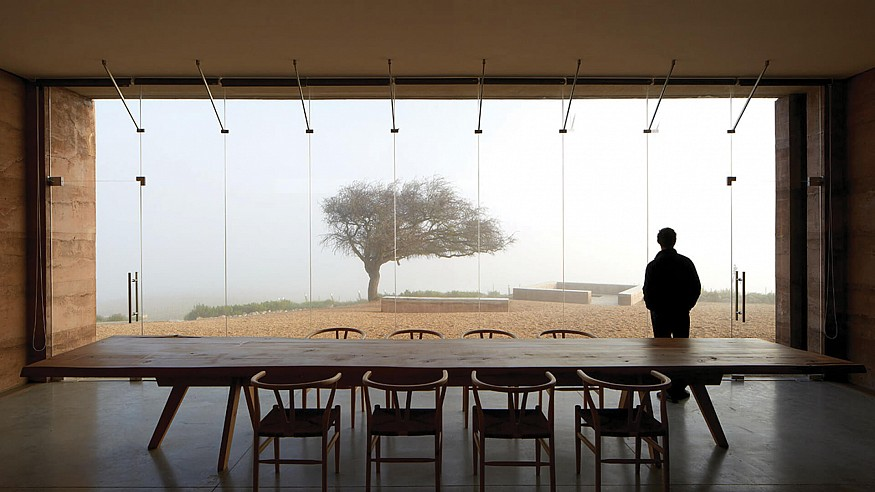 The architecture of Matías Zegers seems to emerge from the Chilean landscape