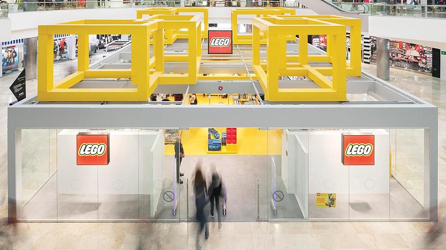 Chain+Siman designs a vivid, column-free LEGO store in Guadalajara, Mexico