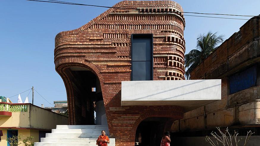 Abin Design Studio clads Gallery House in India in ceramic inlaid terracotta bricks