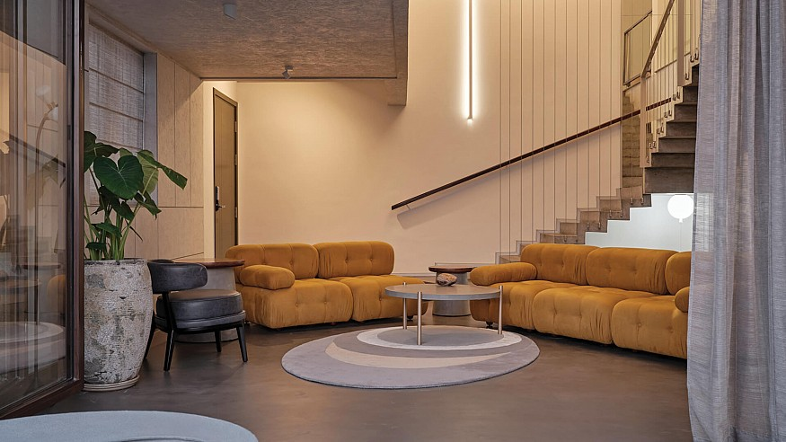 A canvas of textural elements: Living Walls residence by Treelight Design