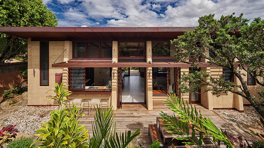 Thais Pupio uses rammed earth to design a dwelling in Byron Bay, Australia