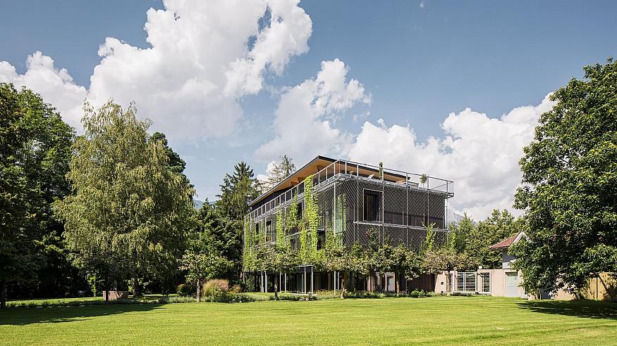 Snøhetta completes timber clad, open plan headquarters for ASI Reisen in Austria