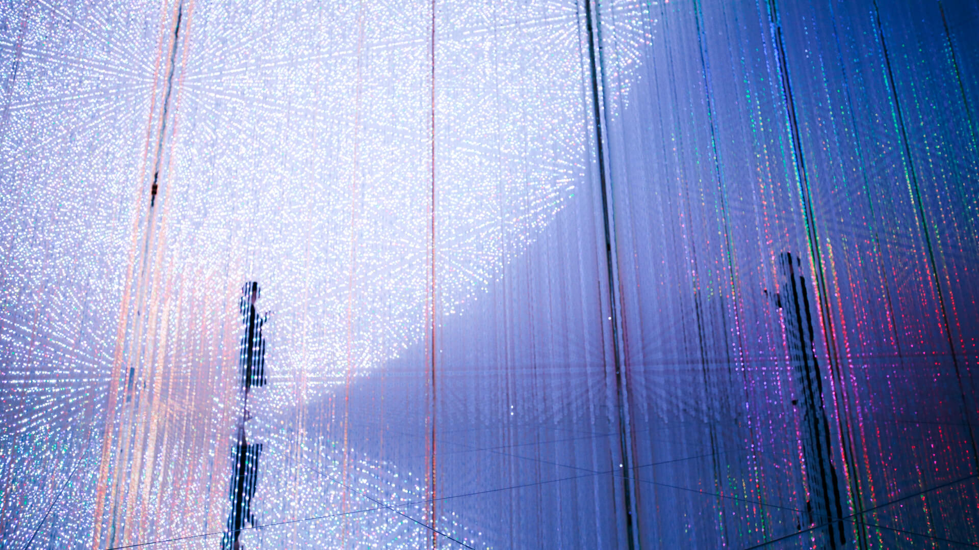 'The Infinite Crystal Universe' (2015-2018) is a beautiful, immersive and interactive light sculpture by teamLab | teamLab Planets Tokyo | STIRworld