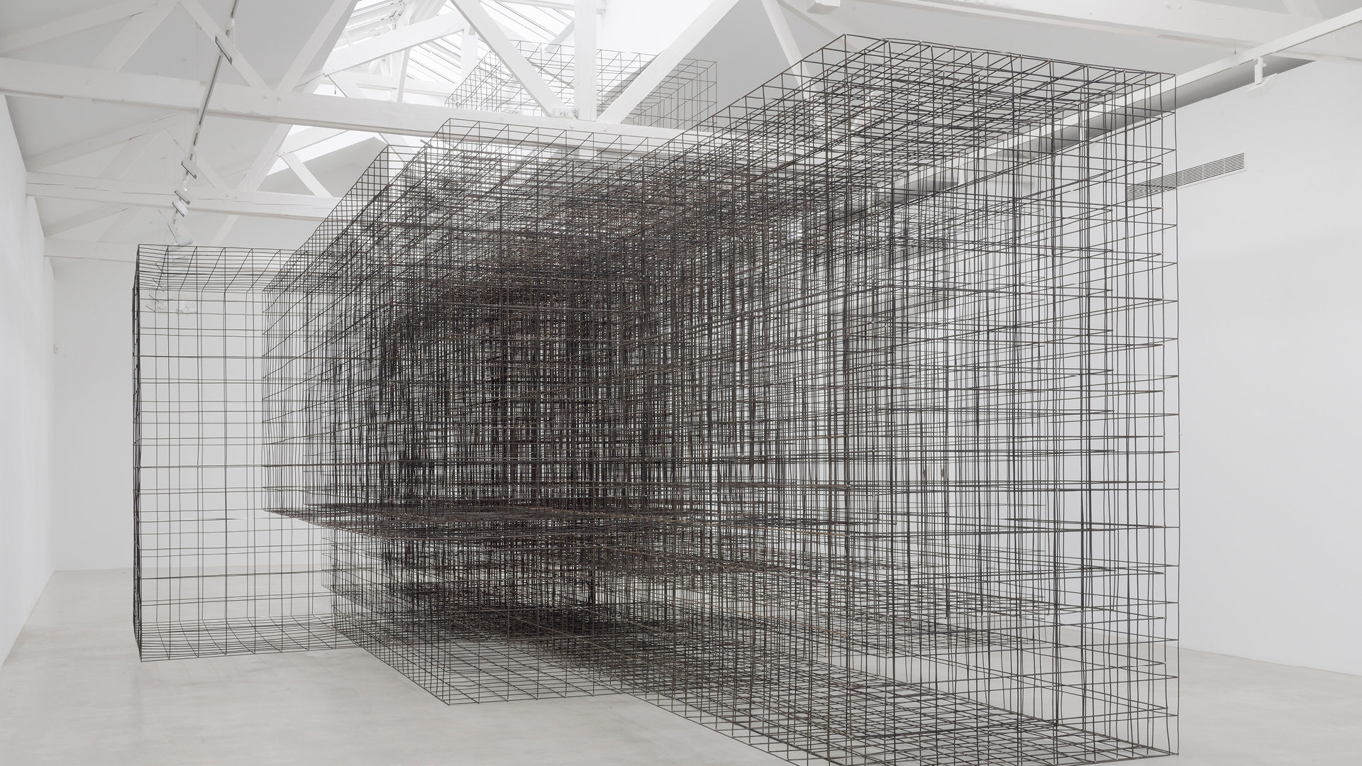 Antony Gormley, Matrix II, 2014. 6 mm mild steel reinforcing mesh, 550 x 750 x 1500 cm. Installation view, Galerie Thaddaeus Ropac, Pantin, France © the artist | Anotny Gormley | STIR