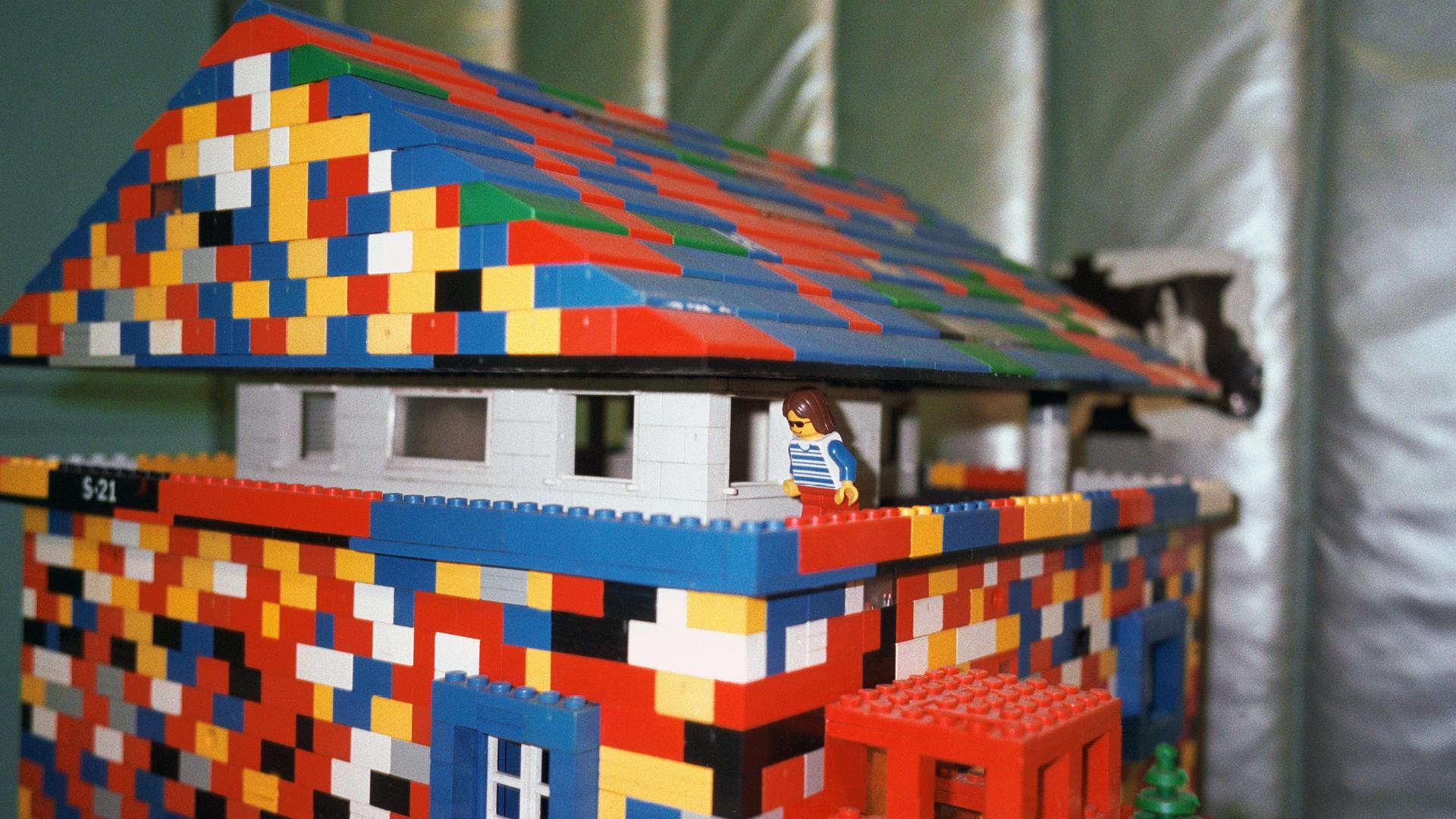 Ettore Sottsass, Lego house model in his studio, Milan, Italy, 1999 | Blind Sensorium. Il Paradosso dell'Antropocene | Armin Linke | STIRworld