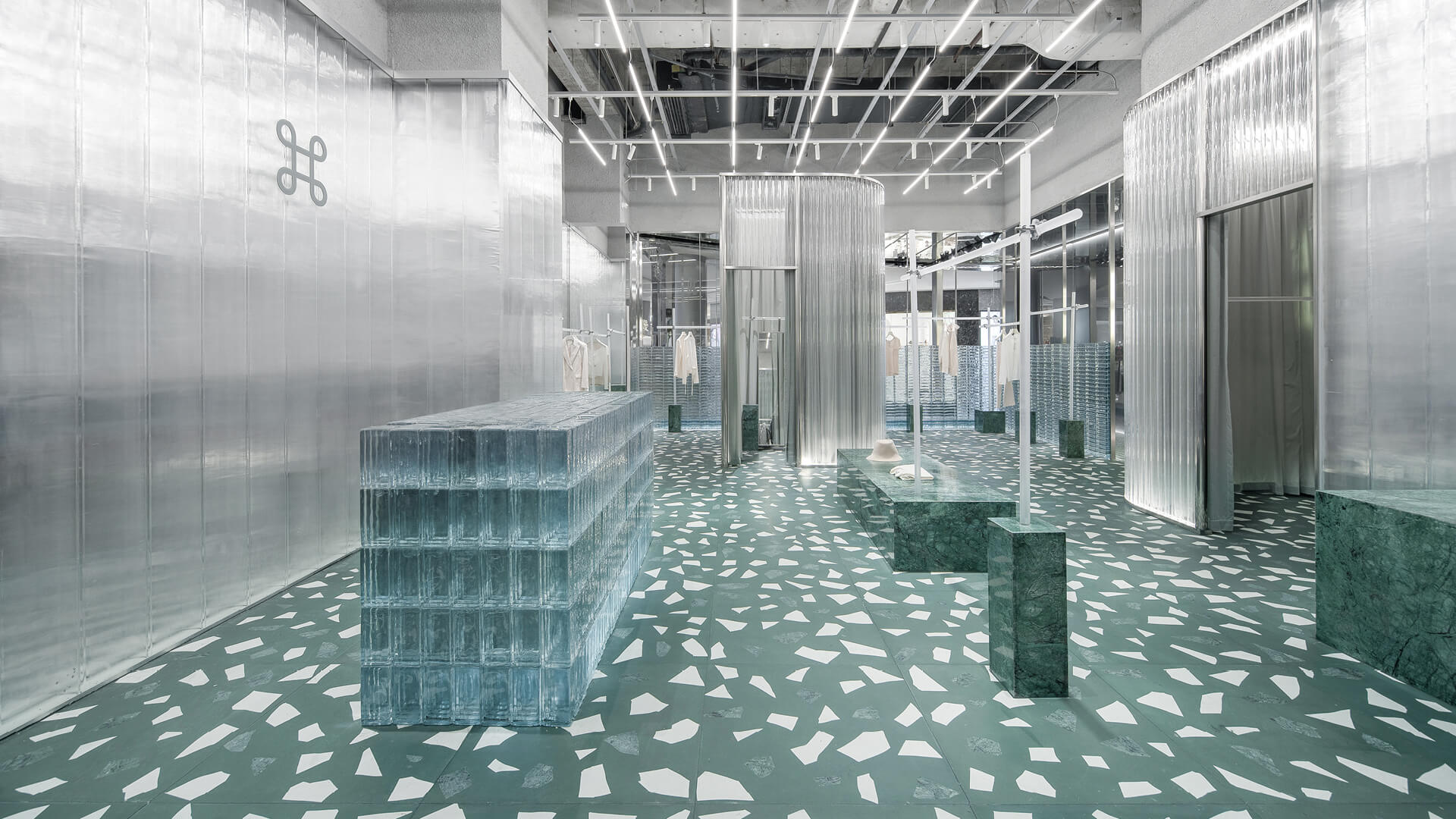 Studio 10 uses glass bricks to create an icy look for Geijoeng store in Shenzhen