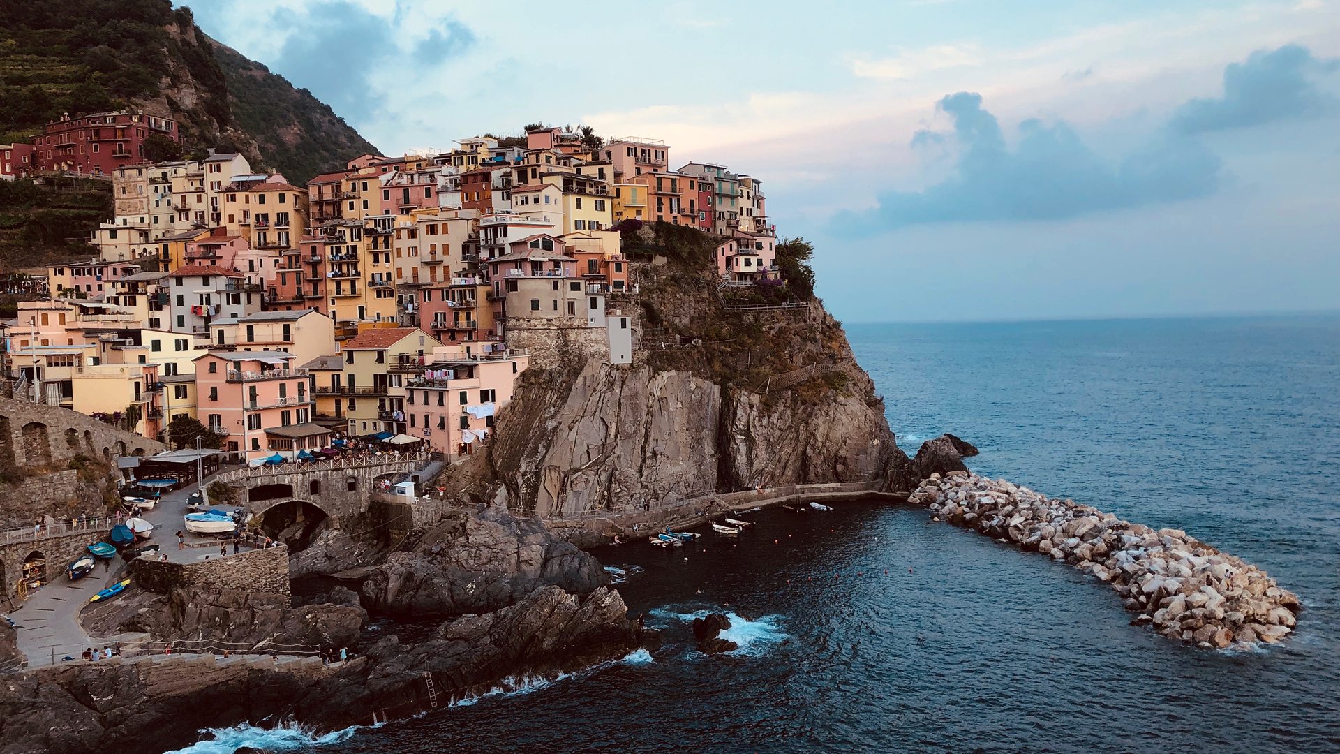 Manarola – one of the five islands of Cinque Terre | Cinque Terre| Italy| STIR