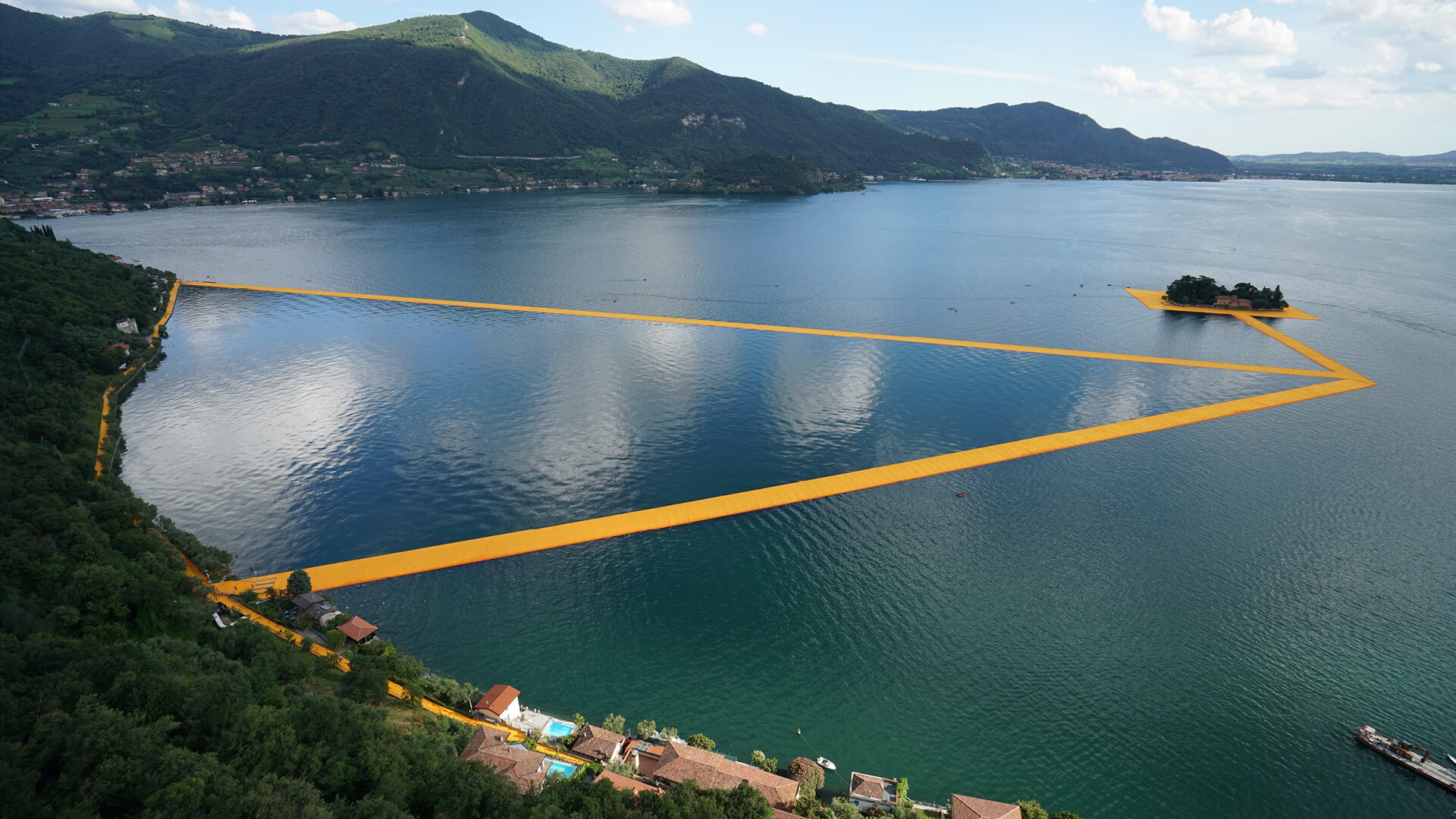 The Floating Piers, a large scale art installation in Italy, by artists Christo and Jeanne-Claude | The Floating Piers by Christo and Jeanne-Claude | STIRworld
