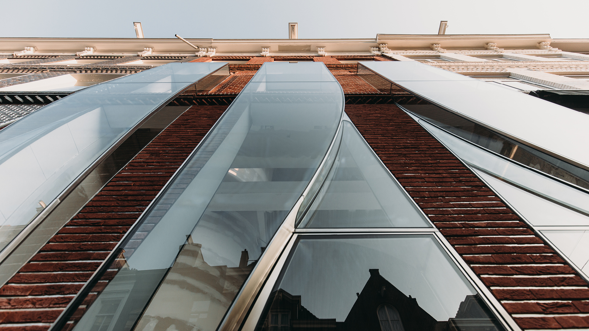 The Looking Glass designed by Dutch architecture firm UNStudio crafts form and function for fashion | P.C. Hooftstraat 138 | UNStudio | STIRworld