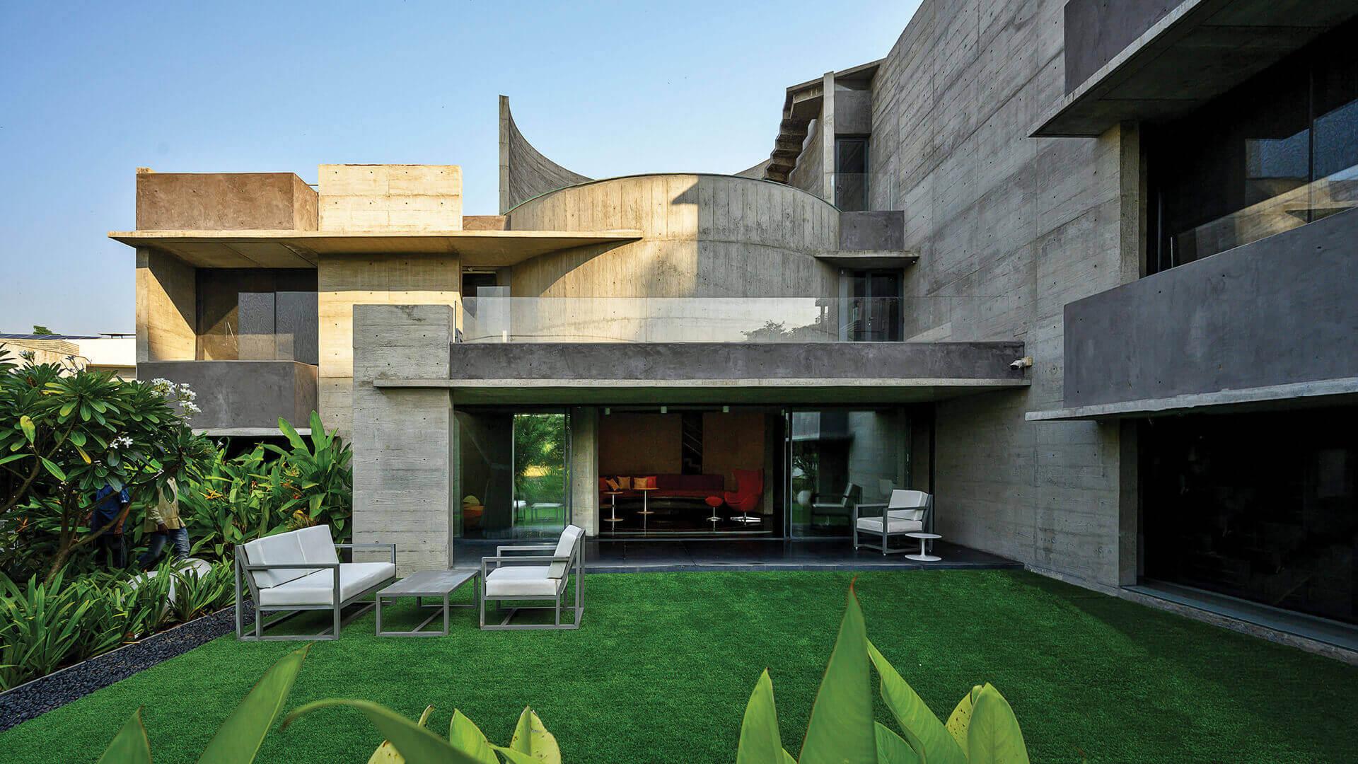 Matharoo Associates' Plain Ties House is a concrete edifice tied by a circular core