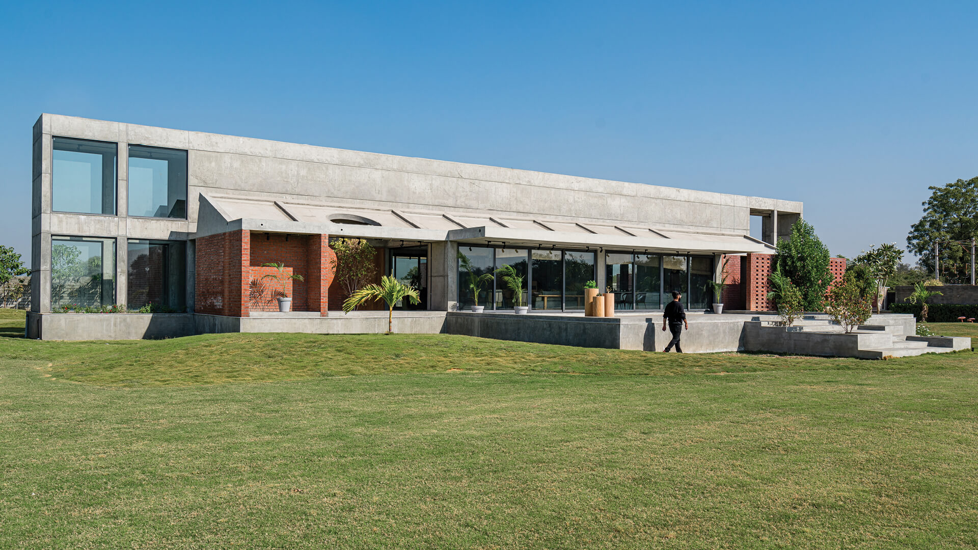 Two Bay House by MISA Architects in Chekhla, India | Two Bay House by MISA Architects | STIRworld