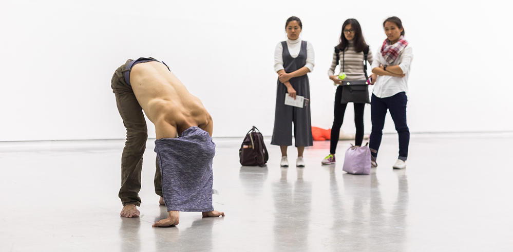 Re-interpreting Xavier Le Roy's performative art at Hamburger Bahnhof