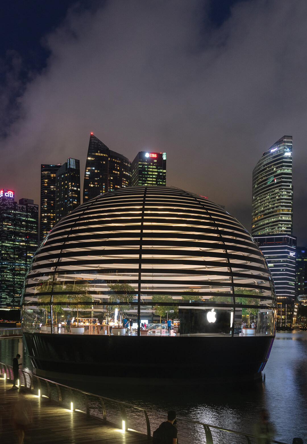 The new Apple store in Singapore floats on the waters of Marina Bay | Apple Marina Bay Sands by Foster + Partners | STIRworld