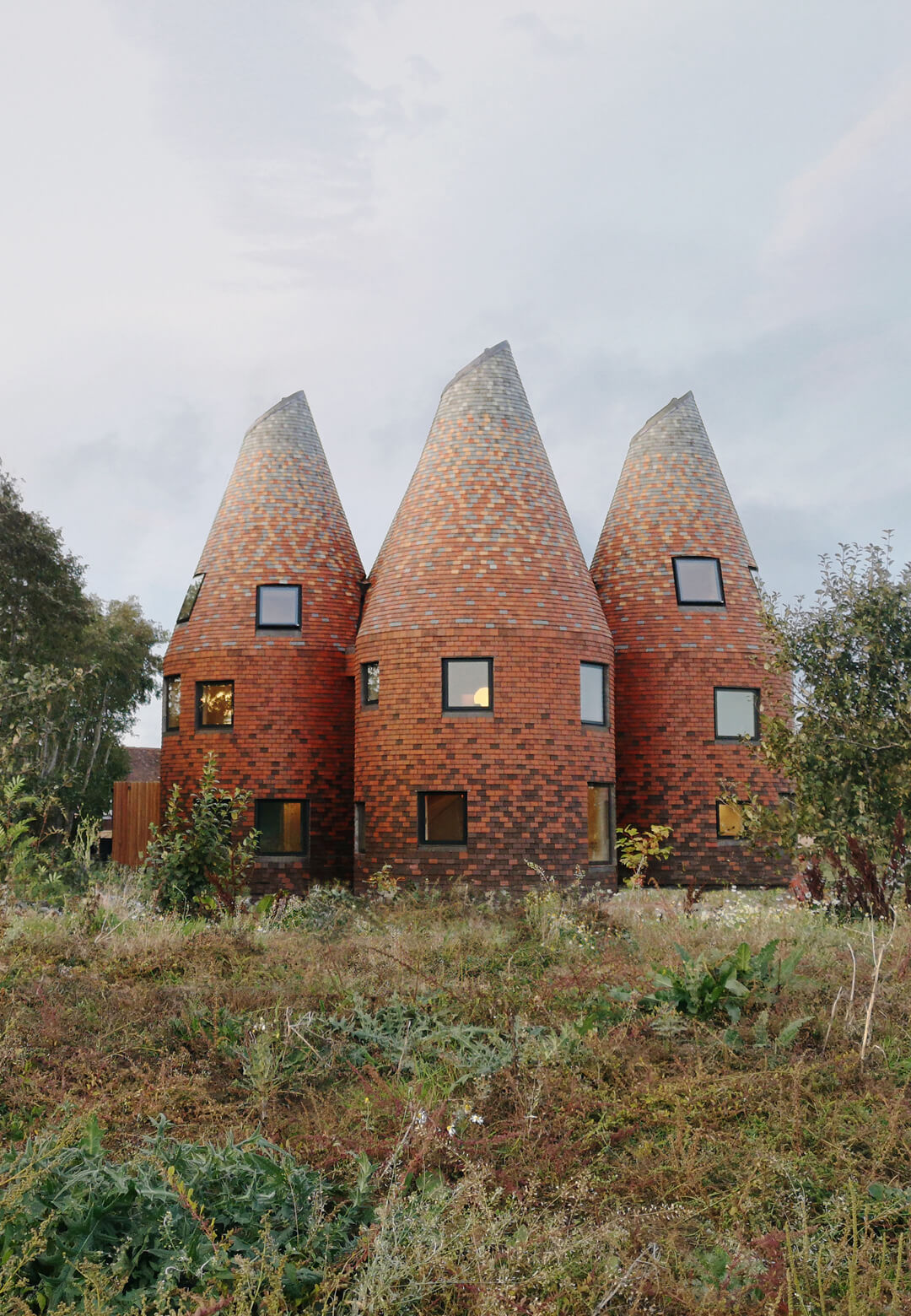 The Bumpers Oast house inspired from the Kentish style vernacular houses in UK  | Bumpers Oast house| ACME architects | STIRworld