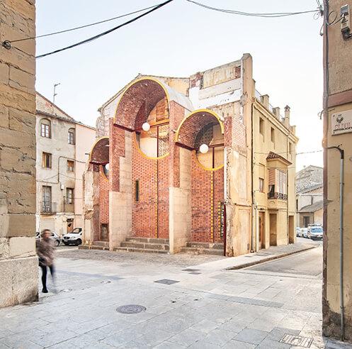 unparelld'arquitectes transforms an urban void into a street landmark in Olot, Spain