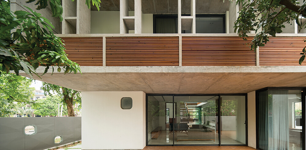 Charged Voids wrap a home in Chandigarh in an envelope inspired by Le Corbusier