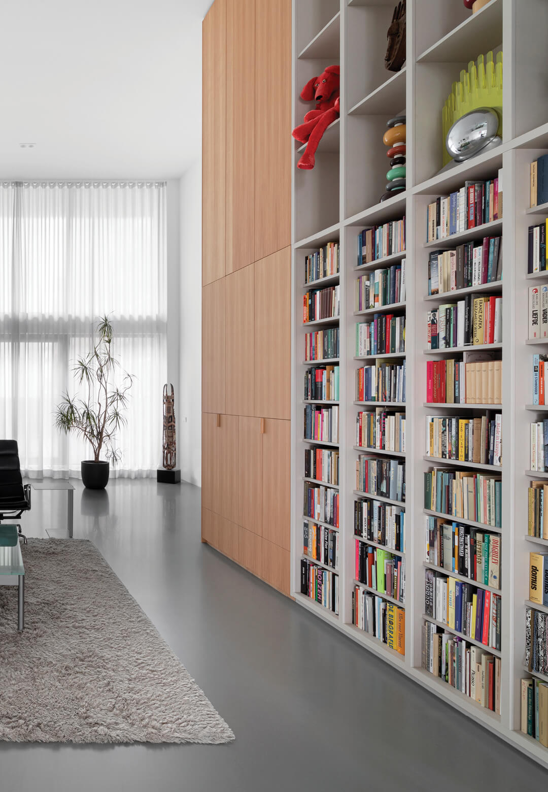 Double-height spaces, bespoke high cabinets, glass vitrines, and designer furniture characterise 'Home for the Arts' by i29 architects | Home for the Arts by i29 Interior Architects | STIRworld