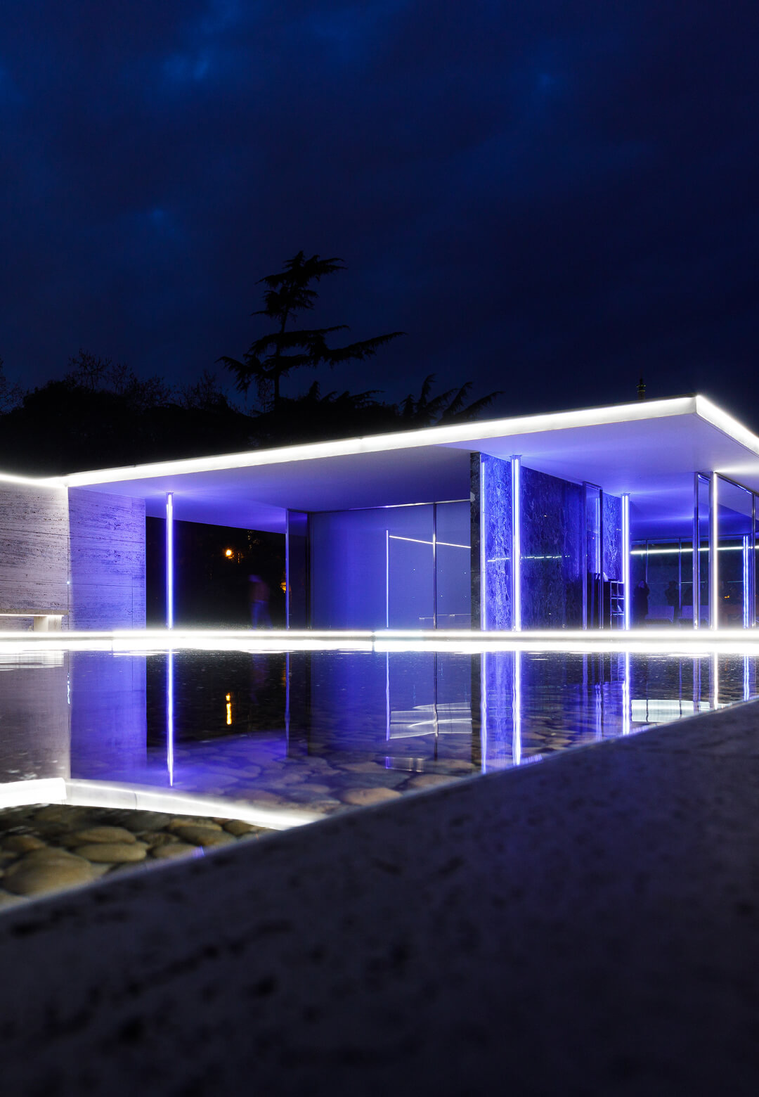 A view of the Barcelona Pavilion illuminated as part of 'Big Bang Building Light!' by Mario Pasqualotto | Big Bang Building Light! | Mario Pasqualotto | STIRworld