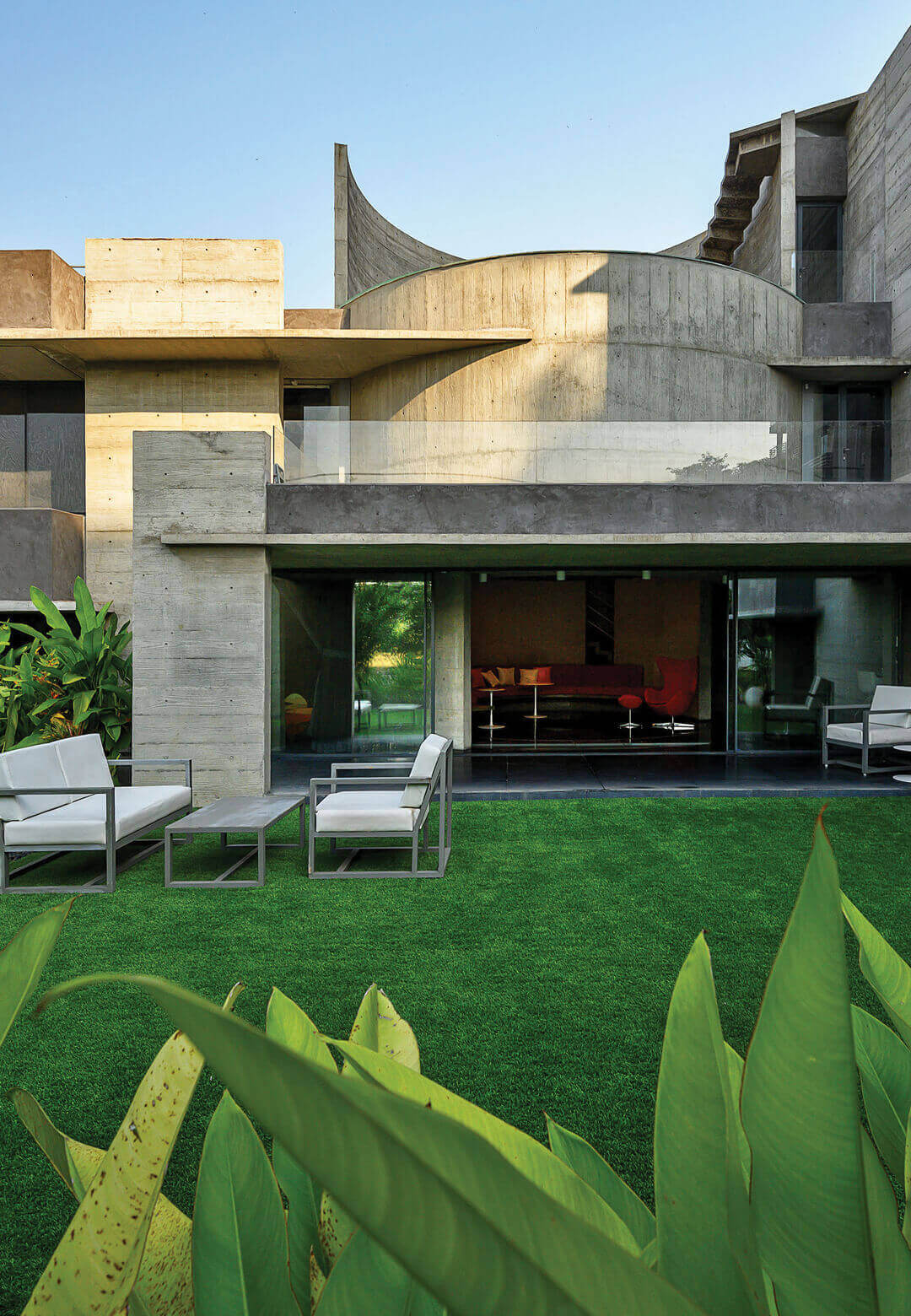 The Plain Ties House in Surat, Gujarat, by Matharoo Associates attempts to revive multigenerational familial living within its concrete quarters | Plain Ties House | Matharoo Associates | STIRworld