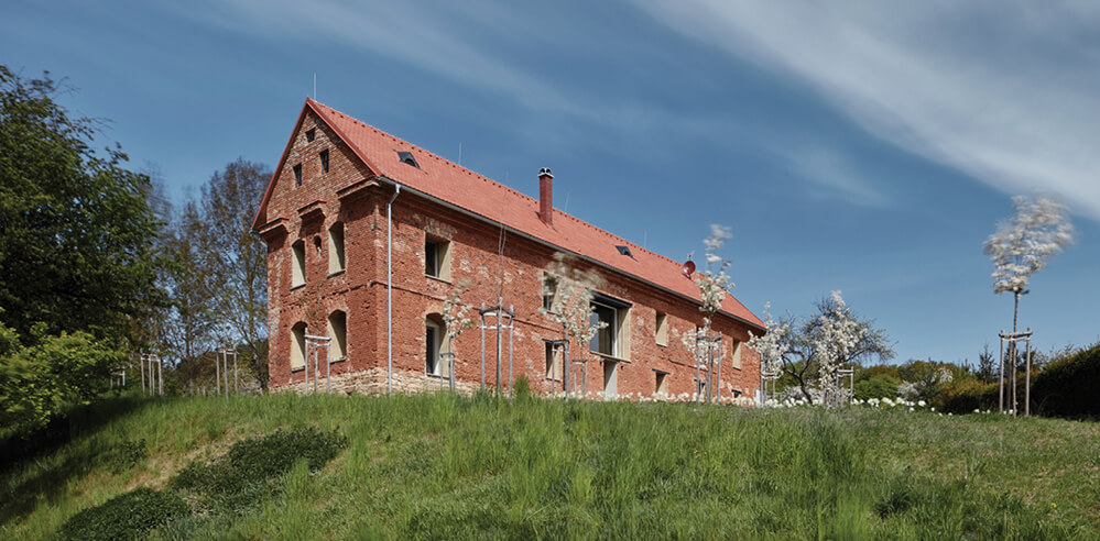 ORA adapts a ruined granary in Czech Republic into a graceful 'House Inside A Ruin'