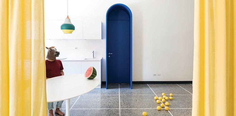 Playful, theatrical colours set stage in Retroscena by La Macchina Studio