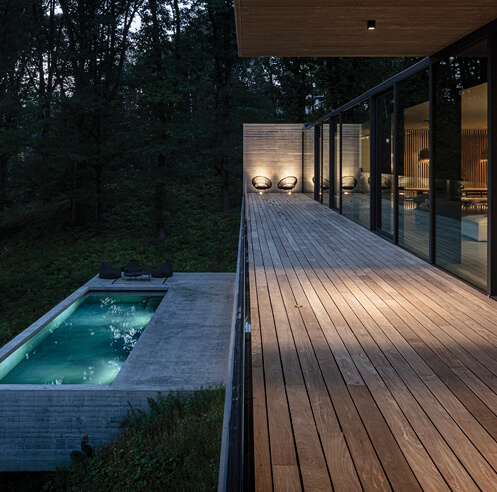 Inside the box, outside the box: Residence FSD bridges the gap in a Belgian forest