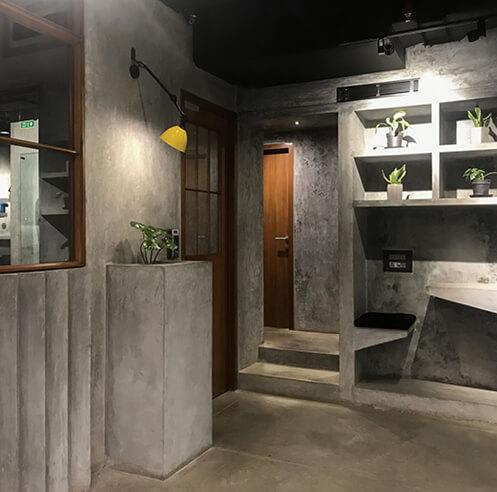 The Busride Design Studio uses cast in situ concrete for Searce office in Mumbai