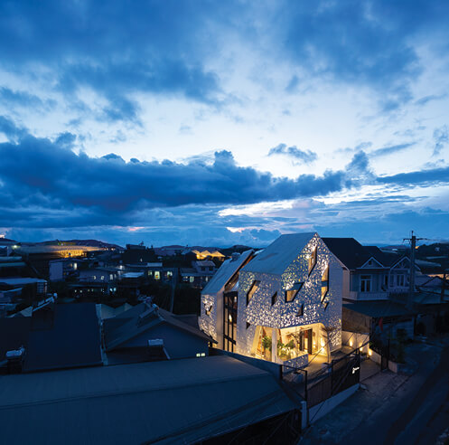 The Nắp Ấm Homestay by Le House lights up Đà Lạt city like a screened lantern