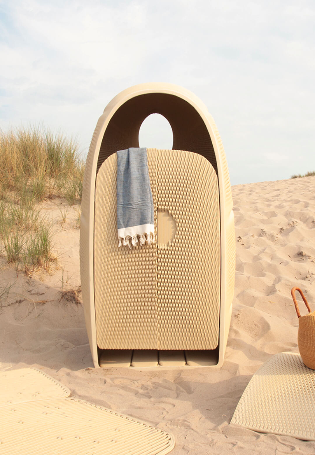 Rotterdam-based design studio The New Raw gives a new life to discarded plastic by creating The Elements, a limited-edition beach furniture collection | The Elements | The New Raw | STIRworld