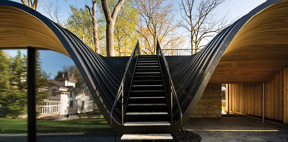 "This house by Partisans ""folds"" into the contours of a Canadian hill site"