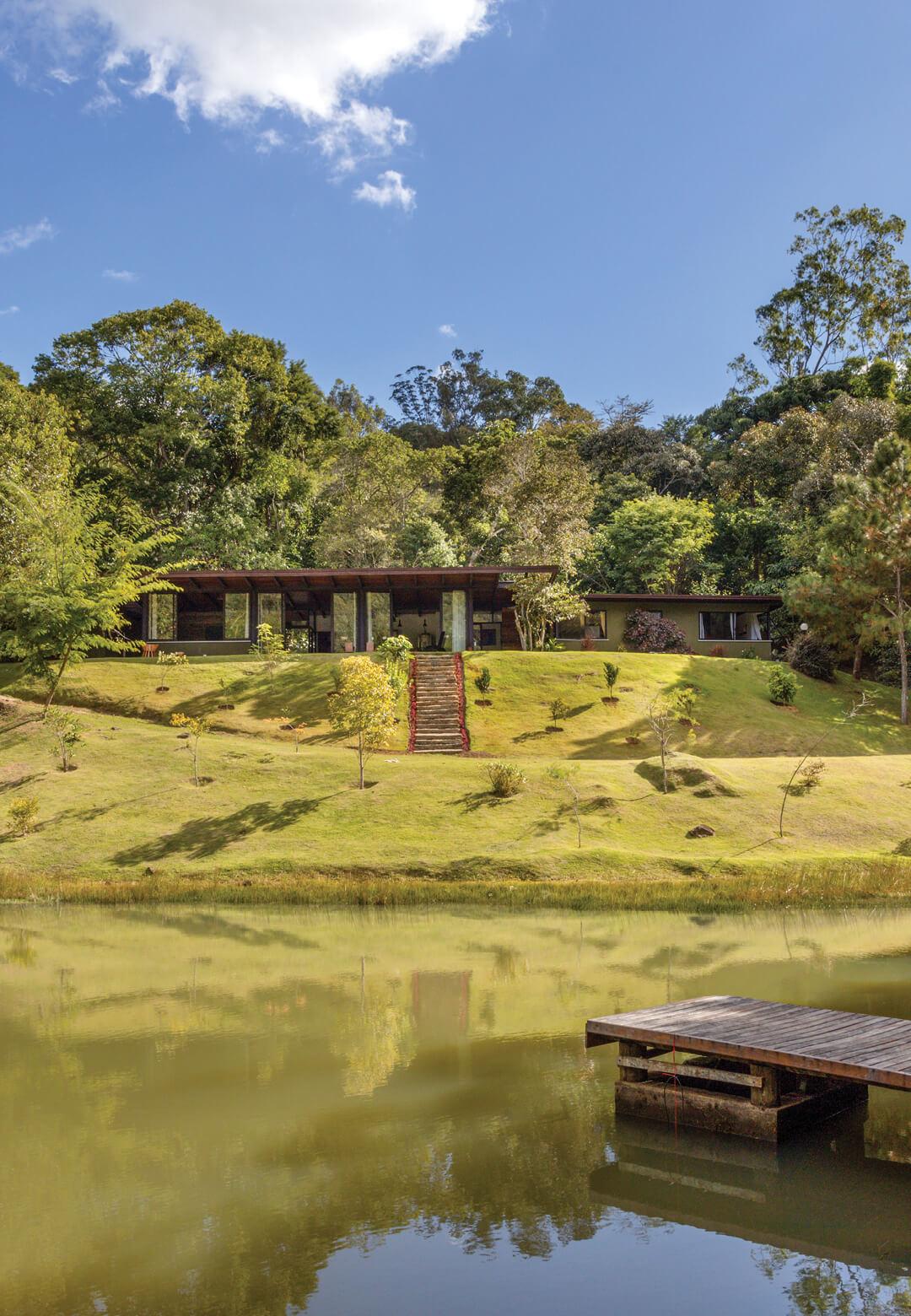 Designed as a nature retreat, 'House in Vale das Videiras' blends into its landscape | House in Vale das Videiras by Rodrigo Simão Arquitetura | STIRworld