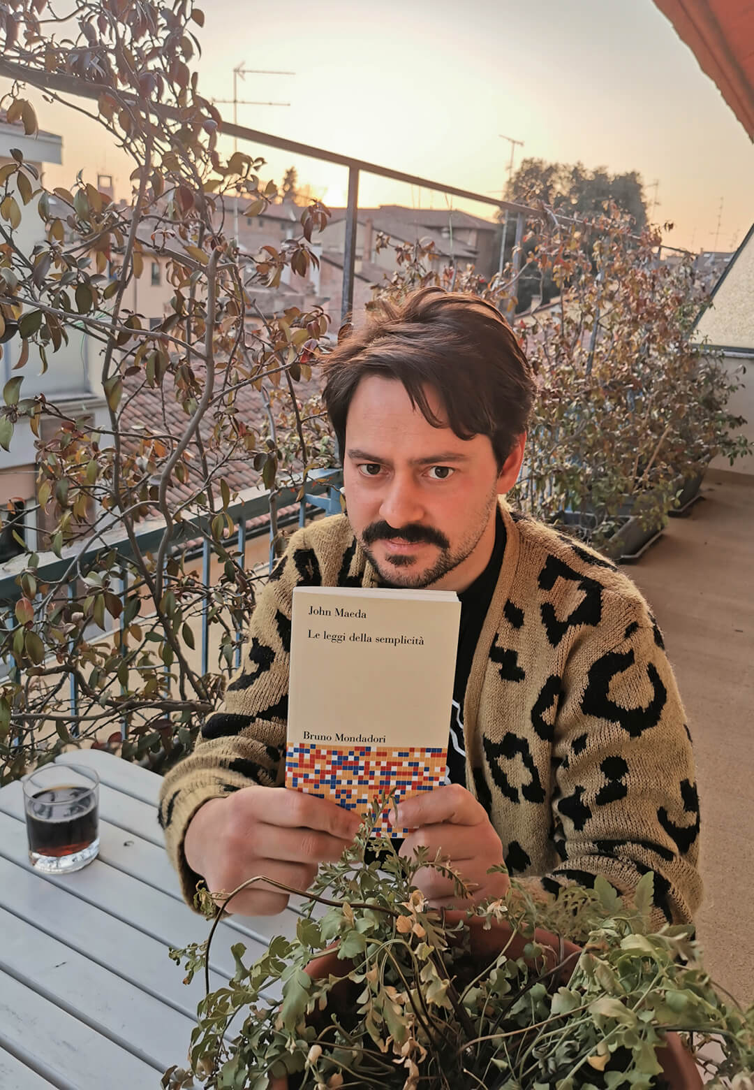 Left: Gianluca Gimini reading the Italian version of the Laws of Simplicity by John Maeda; Right: The book cover of the English version  John Maeda    The Laws of Simplicity   STIRworld