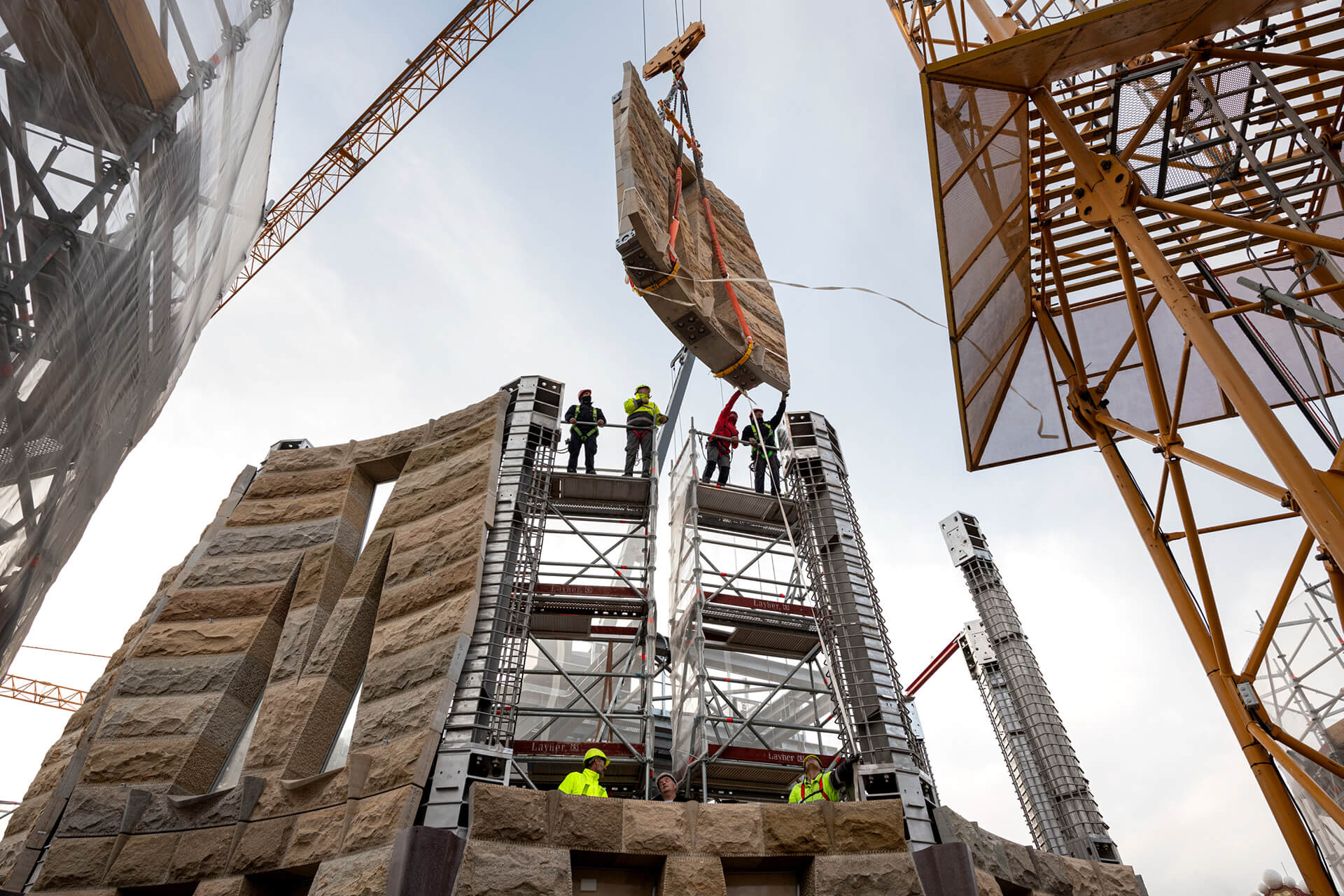 Mechanism of putting the stone slabs in place | Sagrada Família | Barcelona | STIRworld