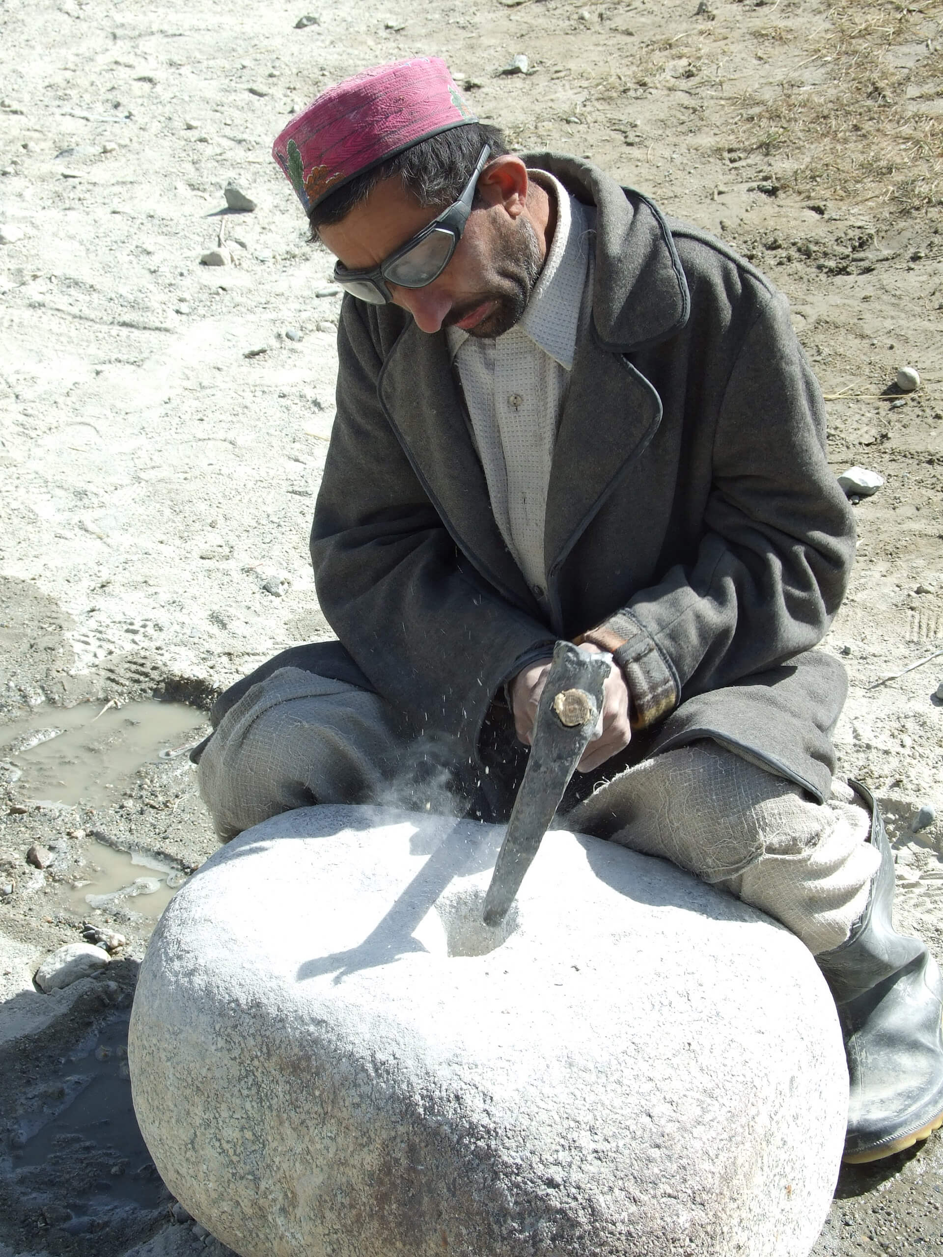 A millstone worker making capital stones for the House with Dancing Windows | Cross Border Conversations | Pradip Krishen X Prof. Anne Feenstra | STIR X LOCO Design