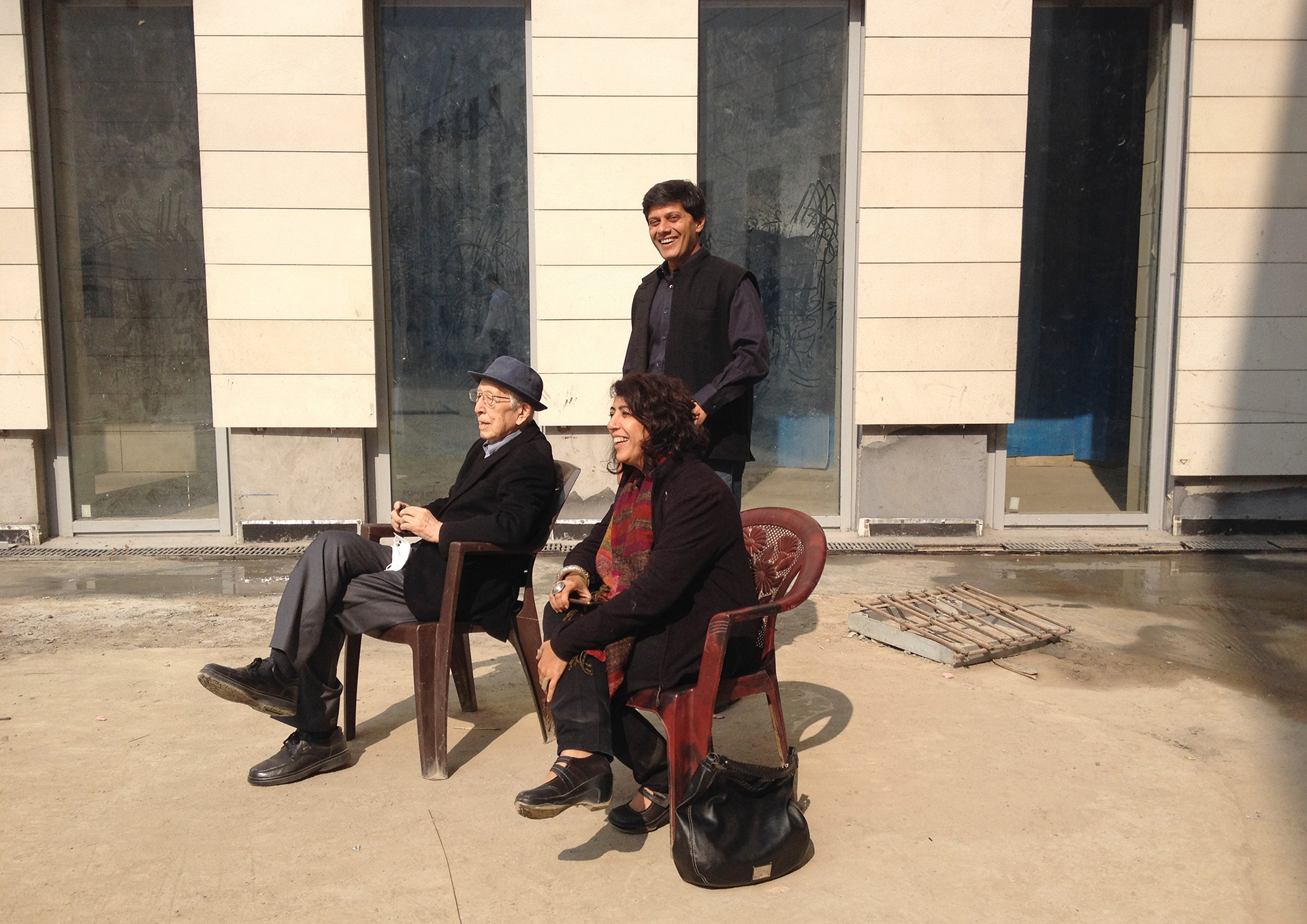 Soaking in the sun at the Bihar Museum site with architects Rahul Gore and Sonal Sanchetti of Opolis, his local partners for the project| Fumihiko Maki| Maki and Associates| STIR