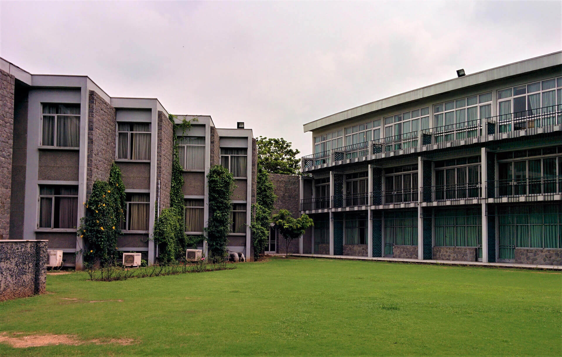 Rear view of the IIC, Delhi, showing play of material and masses | Tribute to Joseph Allen Stein | Joseph Allen Stein | STIRworld