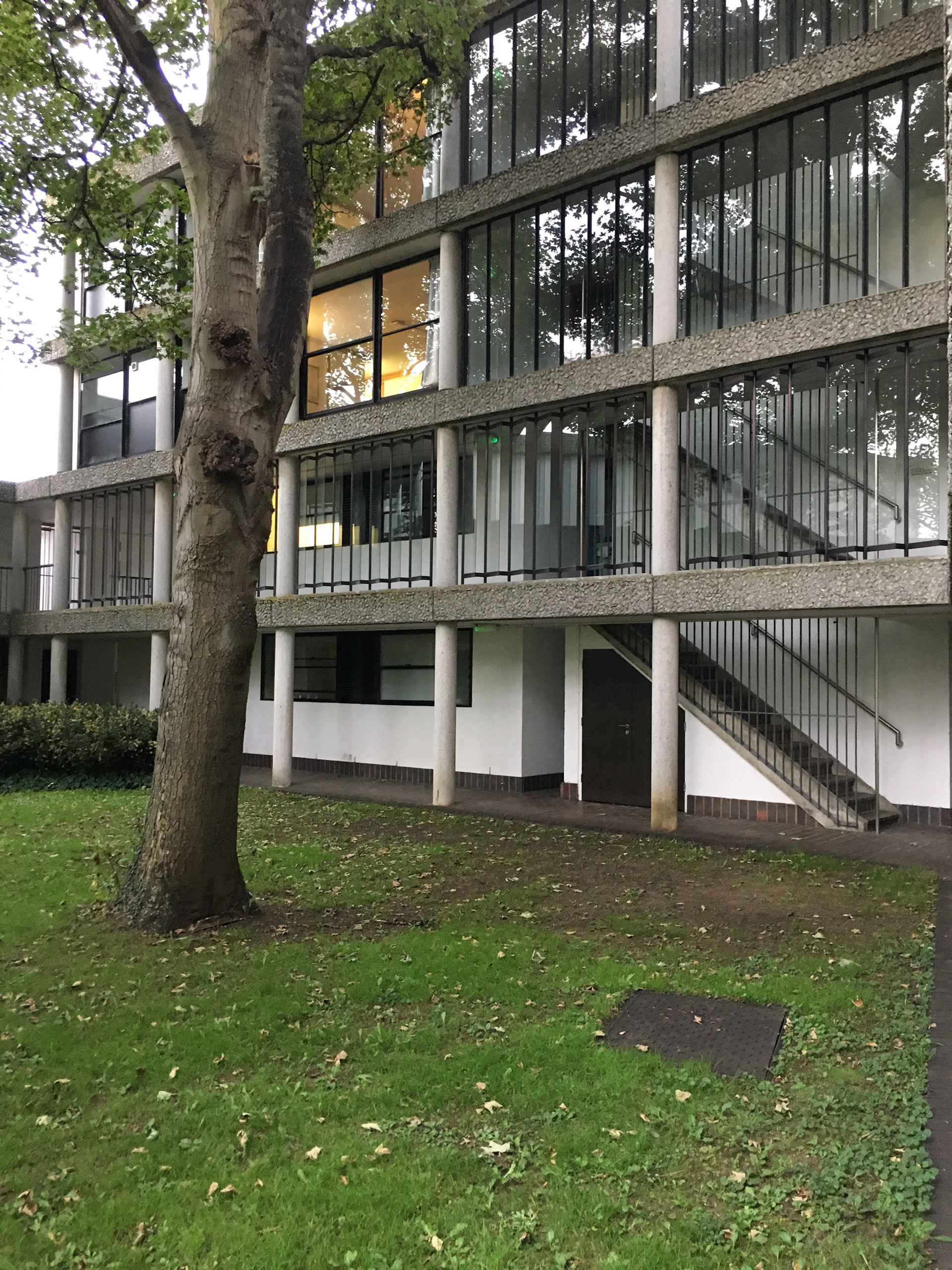 The staircase sits neatly within the structural confines of the building | Modernity in/as Heritage – The architecture of Wolfson College, Oxford | Amit Khanna | STIR