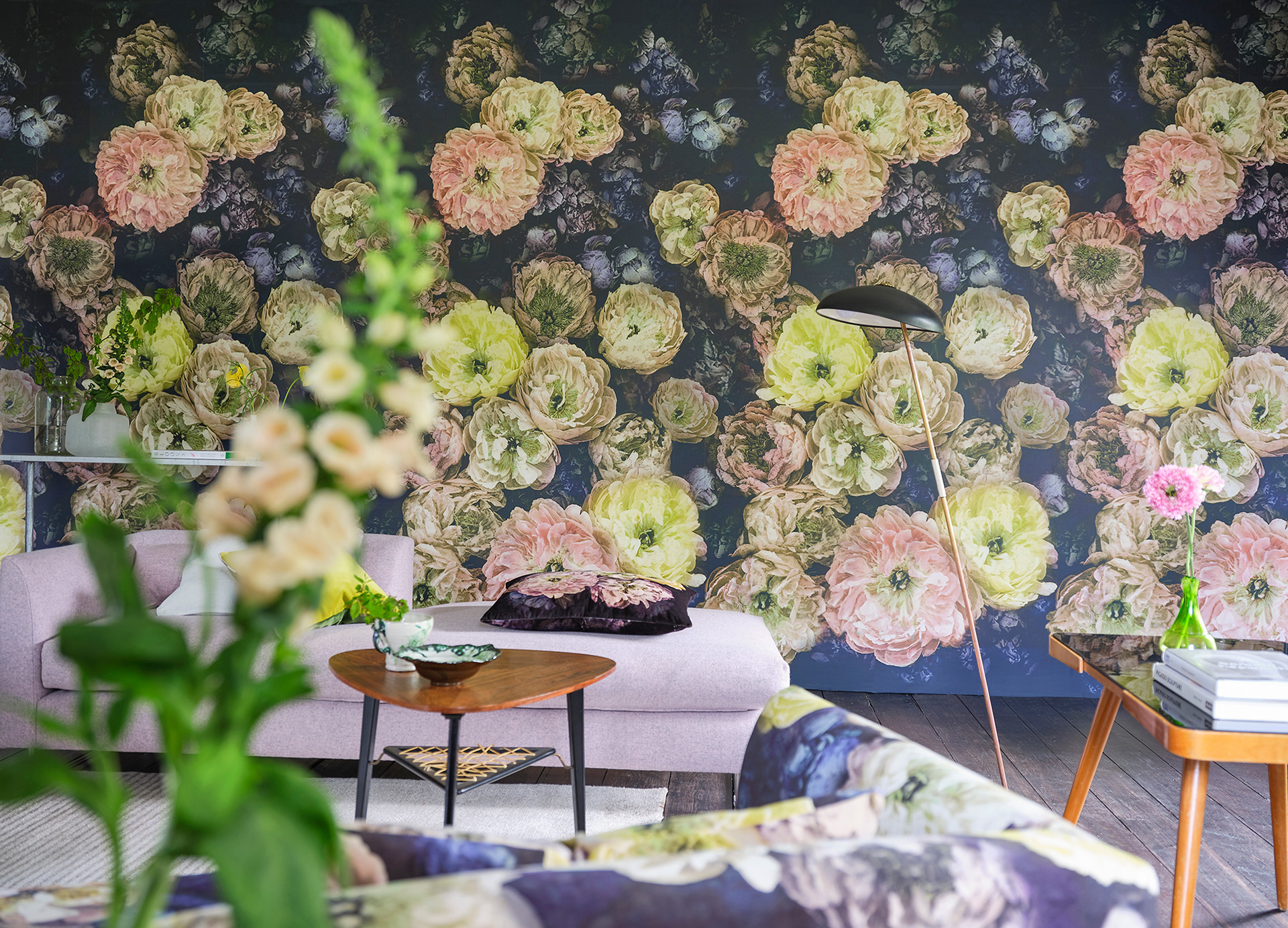 A wallpaper from Le Poeme De Fleurs Midnight AW19 collection | Tricia Guild| STIRworld