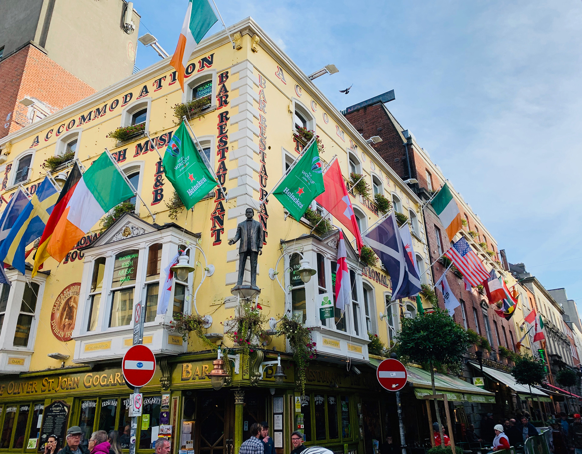 A popular pub bustling on a weekday evening | Dublin |  STIRworld
