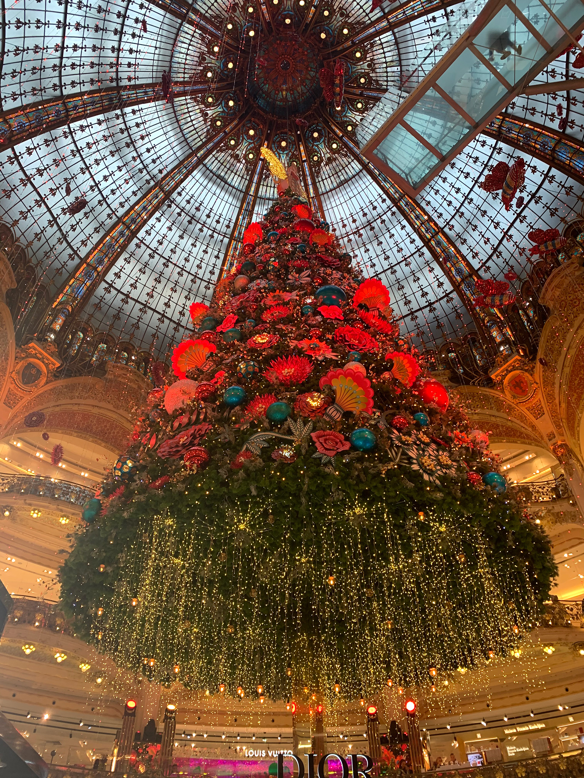 Spectacular Christmas decorations at a mall in Paris | Christmas Market | Paris| STIRworld