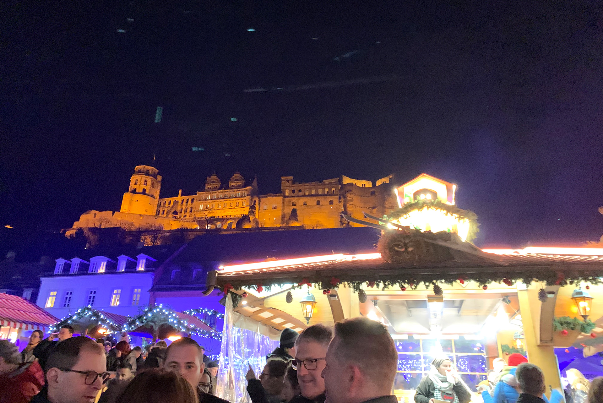 A Christmas market against the backdrop of the castle in Heidelberg | Christmas Market | Heidelberg | STIRworld