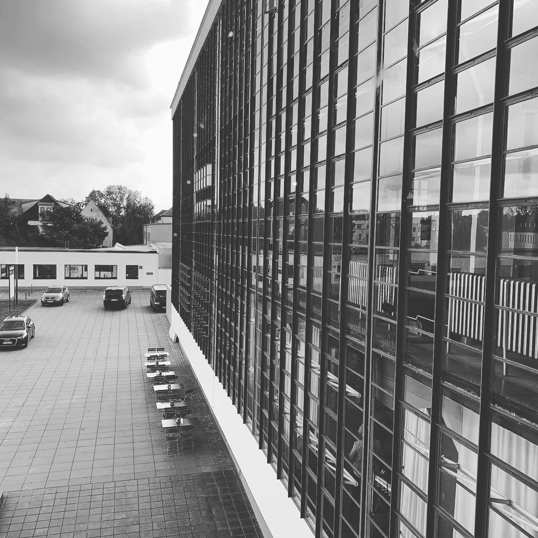 Кампус Баухауса в Дессау, спроектированный Вальтером Гропиусом |  Баухаус |  Германия |  STIRworld