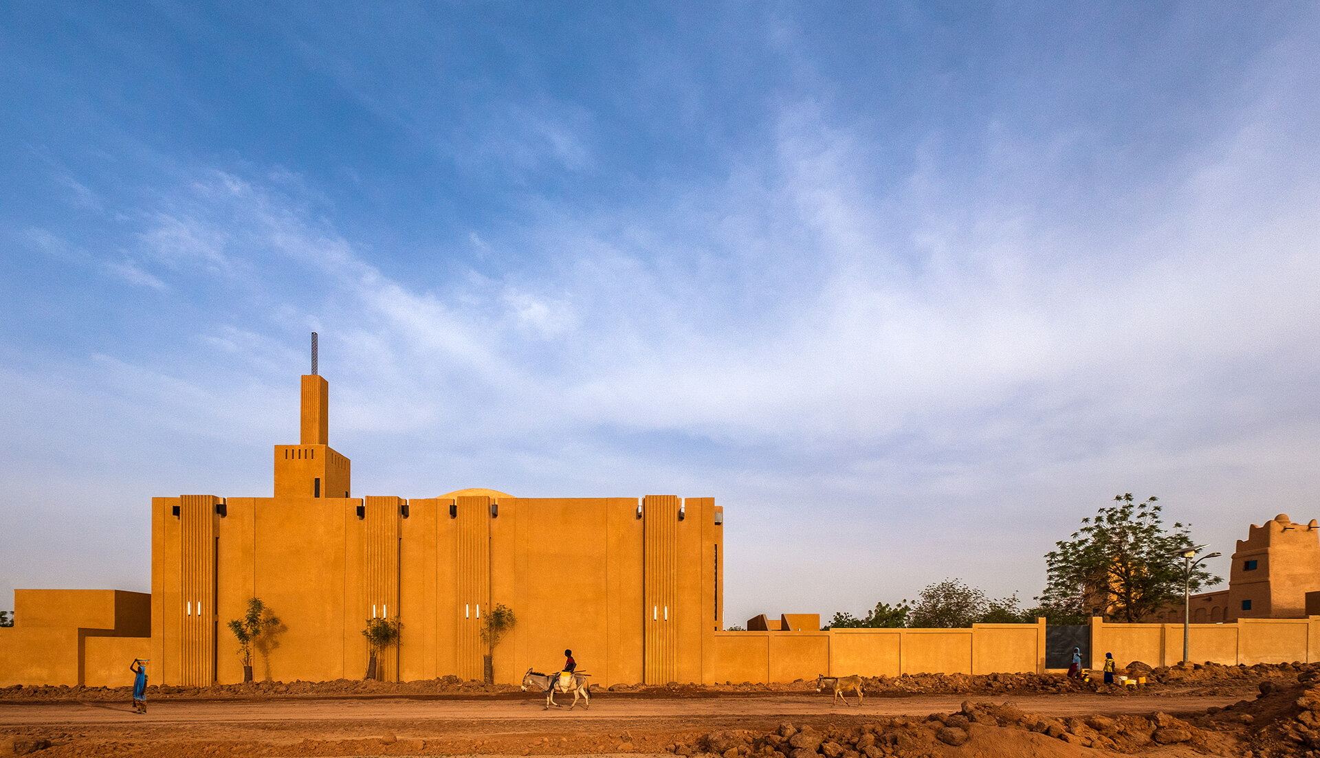 The new building in turn re-interprets traditional Hausa mosque organization with contemporary structural support and detailing |Yasaman Esmaili | Studio Chahar | STIRworld