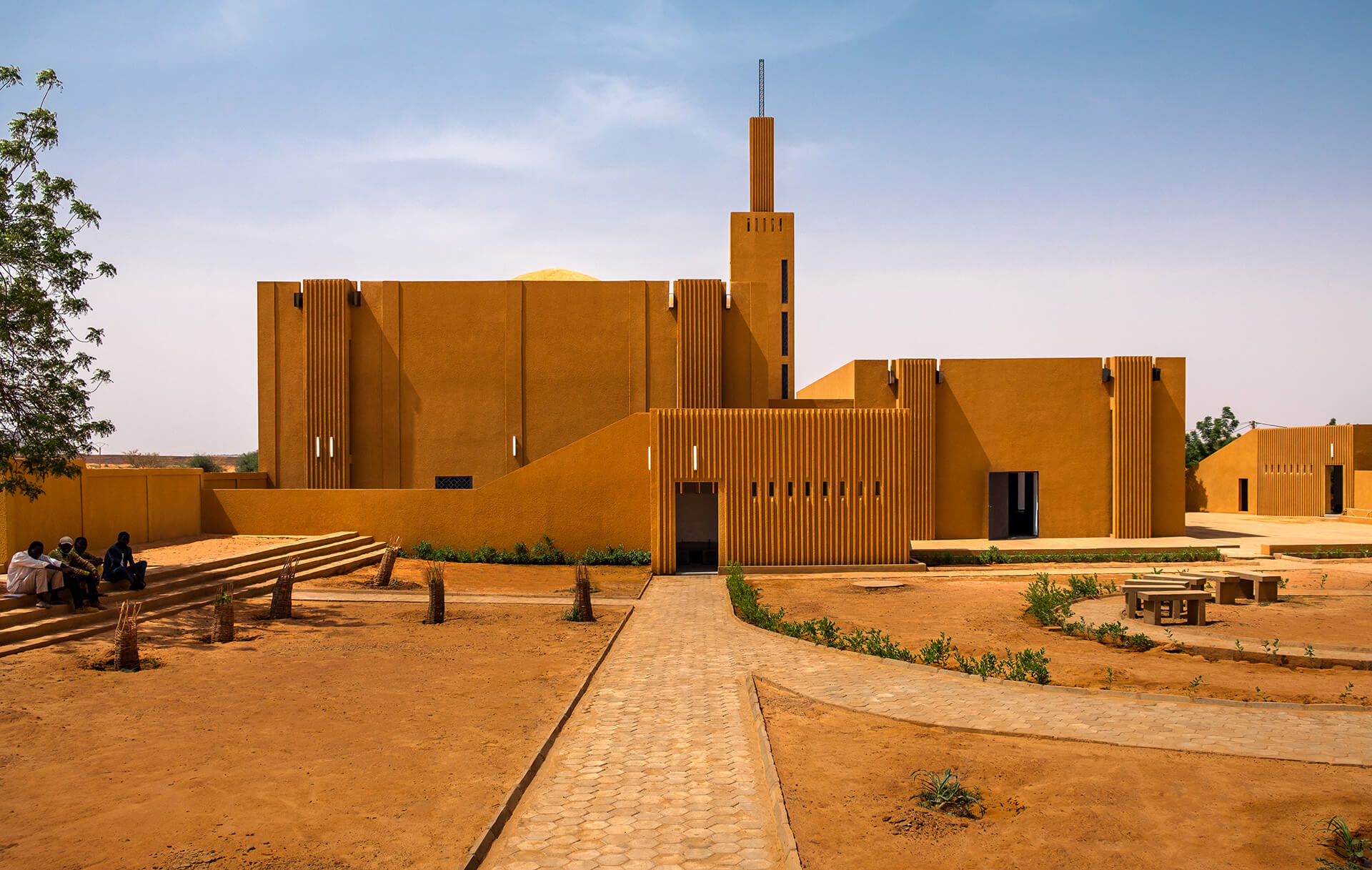 The dialogue between the formal structures of the old and new leads to further collaboration between the traditional masons and the construction crew for the Hikma, Niger |Yasaman Esmaili | Studio Chahar | STIRworld