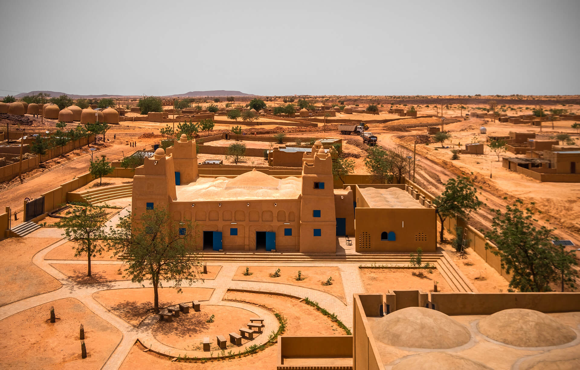 Hikma transforms a derelict mosque into a library that shares its site with a new mosque for the village of Dandaji in Niger | Yasaman Esmaili | Studio Chahar | STIRworld