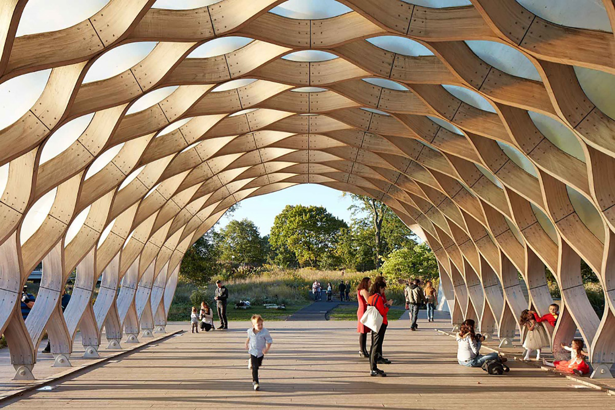 A pavilion integrated into the boardwalk sequence at the Lincoln Park Zoo provides shelter for events on site | Jeanne Gang | STIRworld